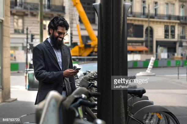 Pakistani paying for the bike sharing