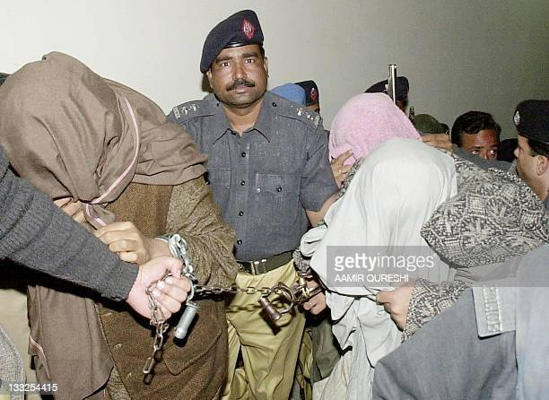 Pakistani police takes suspects allegedly involved with the US reporter Daniel Pearl kidnapping case at a court in Karachi, 12 February 2002....