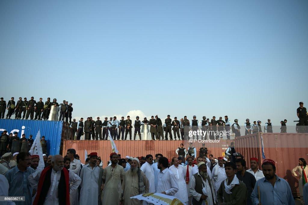 TOPSHOT-PAKISTAN-UNREST-TRIBAL-POLITICS : News Photo
