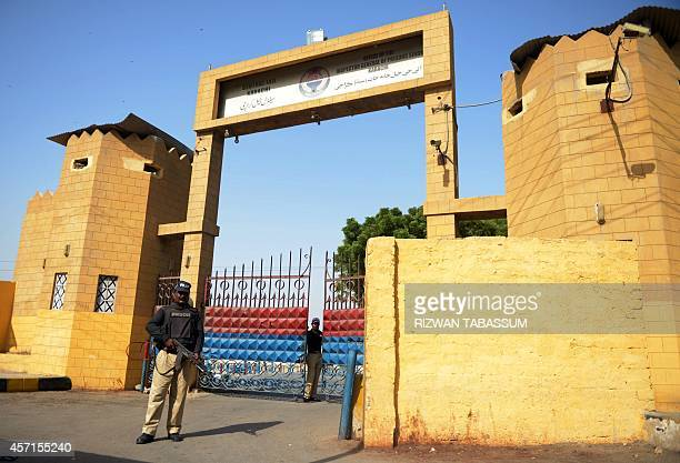 Pakistani policemen stand guard outside the Karachi Central Prison in Karachi on October 13 2014 Pakistani officials said they had thwarted an...