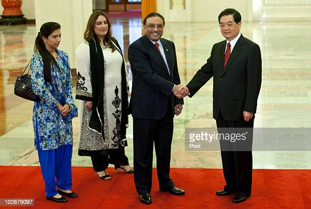 Pakistani President Asif Ali Zardari and his daughters look on as he greets Chinese President Hu Jintao in the Great Hall of the People on 07 July...