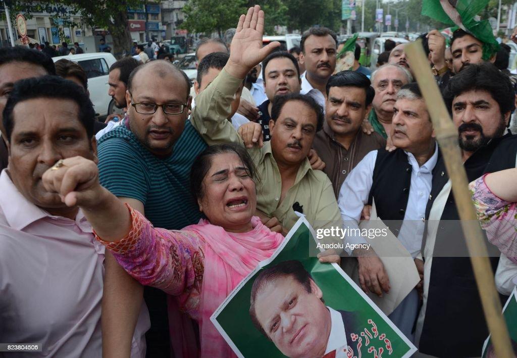 Dismissal of Pakistani Prime Minister Nawaz : ニュース写真