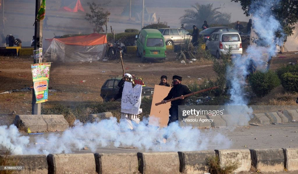Pakistani protesters clash with security forces launched a crackdown on Saturday morning against protesters who had been blocking the main entrance...