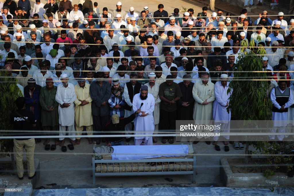 Pakistani relatives and journalists offer funeral prayers to Saif-ur-Rehman, a reporter of Pakistan's private Samaa TV in Karachi on January 11, 2013. Saif-ur-Rehman was among 92 people who died in one of the deadliest terror attacks in the country's southwestern Quetta city. AFP PHOTO/ Rizwan TABASSUM