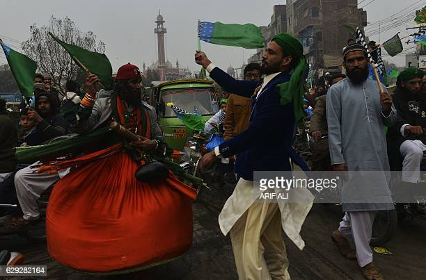 Pakistani residents take part in a march marking EideMiladunNabi the birthday of the Prophet Mohammad in Lahore on December 12 2016 / AFP / ARIF ALI
