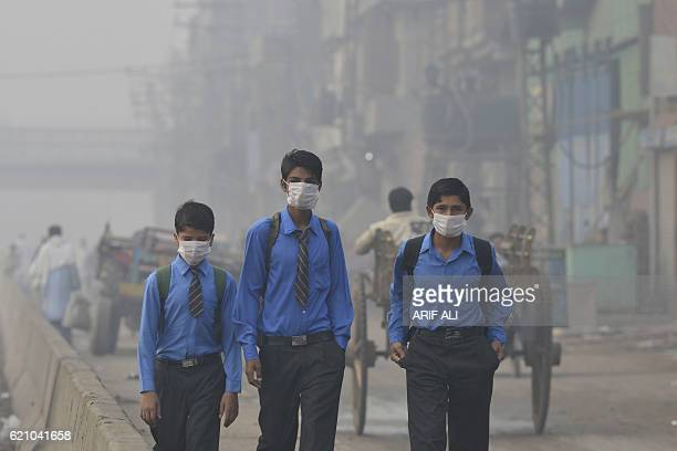 Pakistani school students return home as heavy smog envelops the city in Lahore on November 4 2016 The Pakistan Meteorological Department has...