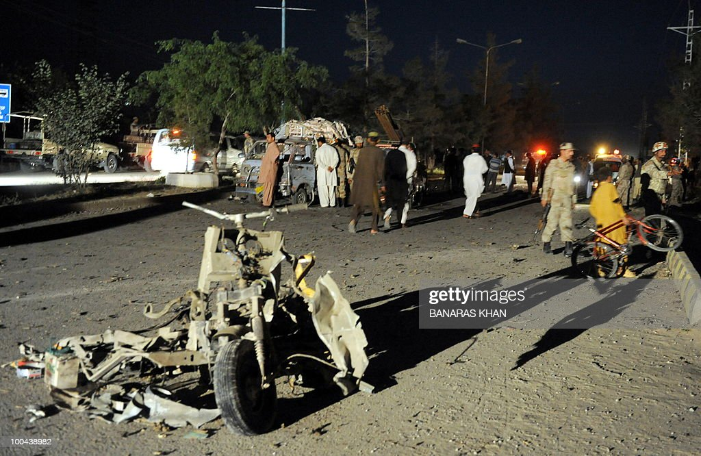 Pakistani security personnel gather at the bomb blast site in Quetta on May 24, 2010. Two people were killed and a dozen wounded, including several wedding party guests, when a bomb exploded in a rickshaw in Pakistan's southwestern Baluchistan province, police said. AFP PHOTO/Banaras KHAN