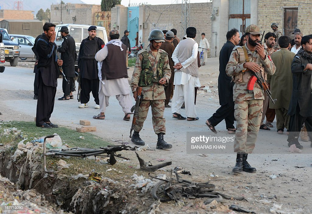 Pakistani security personnel gather at the site of a bomb explosion in Quetta on April 28, 2013. A blast on Sariab road in Quetta on Sunday injured three persons near a public meeting for the upcoming polls. AFP PHOTO/Banaras KHAN
