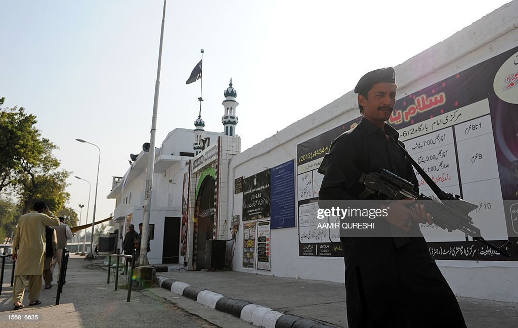A Pakistani security serviceman stands guard near a Shiite Muslim mosque following overnight suicide bomb attacks on minority Shiite Muslims, in Islamabad on November 22, 2012. Muslim leaders gathered for a rare summit in Islamabad on November 22 as militant attacks killed 35 people across the country on one of the deadliest days of violence claimed by the Taliban in months. Twenty-three people were killed and 62 wounded overnight in Rawalpindi, the twin city of Islamabad, where Iranian President Mahmoud Ahmadinejad and Turkish Prime Minister Recep Tayyip Erdogan are chief among the summit guests. AFP PHOTO/Aamir QURESHI