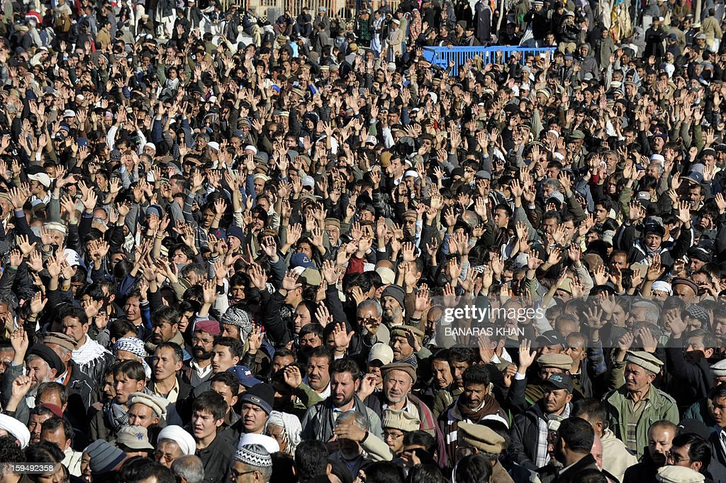 Pakistani Shiite Muslims shout slogans during a funeral ceremony of twin bomb blast victims in Quetta on January 14, 2013. Embattled Shiite Muslims Monday buried victims of the deadliest single attack on their community in Pakistan, ending a four-day protest to demand protection after the provincial government was sacked. AFP PHOTO/Banaras KHAN