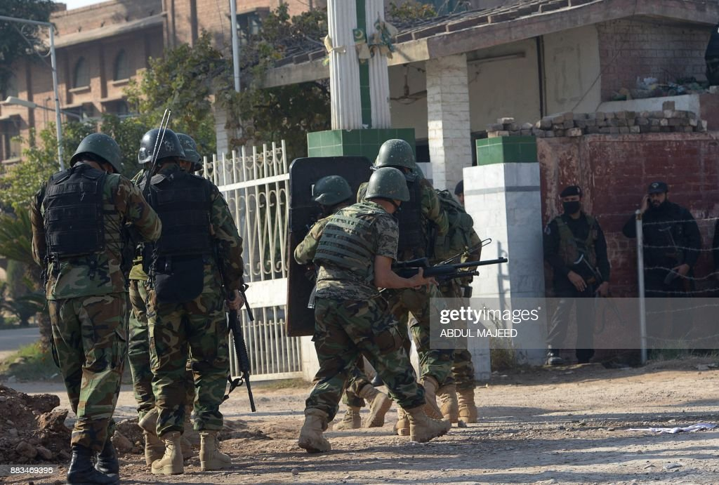 Pakistani soldiers enter an Agriculture Training Institute after an attack by Taliban militants in Peshawar on December 1, 2017. Nine people were killed and dozens injured on December 1 when Taliban militants stormed a training institute in the northwestern city of Peshawar as Pakistan marked the birthday of the Prophet Mohammed, officials said. /
