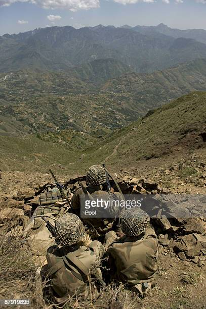 Pakistani soldiers sit on top of a mountain at Banai Baba Ziarat area on May 22 2009 in northwest Pakistan Troops took control of the mountain used...
