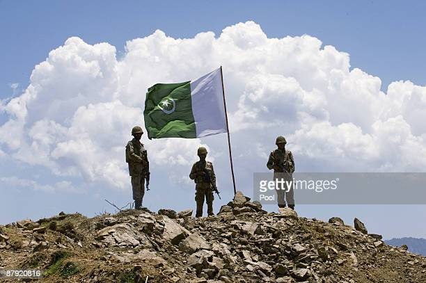 Pakistani soldiers stand guard on top of a mountain on May 22 2009 in theBanai Baba Ziarat area of northwest Pakistan According to the Pakistani army...