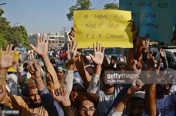 Pakistani Sunni Muslims from a religious group protest against Asia Bibi a Christian woman facing death sentence for blasphemy in Lahore Pakistan's...