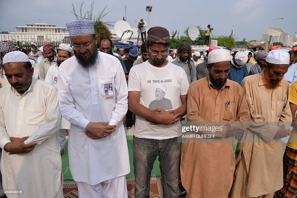 Pakistani supporters of Canada-based preacher Tahir-ul-Qadri and opposition politician Imran Khan offer congregational Friday prayers at an anti-government protest site in front of the Parliament in Islamabad on August 22, 2014. Pakistani opposition politician Imran Khan called August 21 off talks with the government aimed at ending protests seeking the fall of the prime minister, which have unnerved the nuclear-armed nation. Khan and populist cleric Tahir-ul-Qadri have led followers protesting outside parliament for the past two days demanding Prime Minister Nawaz Sharif quit. AFP PHOTO/ Aamir QURESHI
