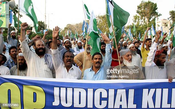 Pakistani supporters of Islamic party Jammat-e-Islami shout slogans against the execution of the leader of Bangladeshi Jamaat-e-Islami Party Motiur...