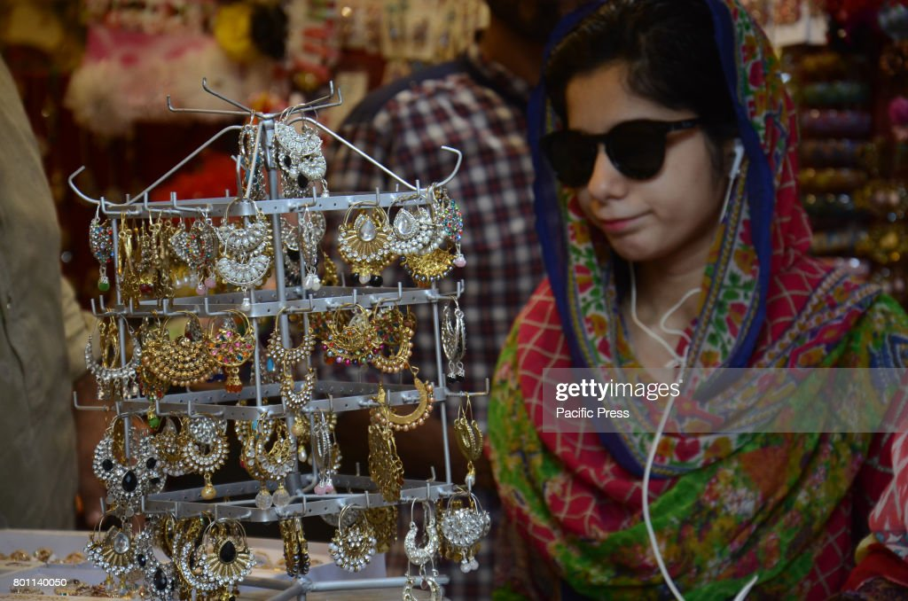 Best Pakistani Eid Al-Fitr Feast - pakistani-woman-eid-shopping-at-anarkali-bazaar-during-her-eid-al-picture-id801140050  Pic_92670 .com/photos/pakistani-woman-eid-shopping-at-anarkali-bazaar-during-her-eid-al-picture-id801140050