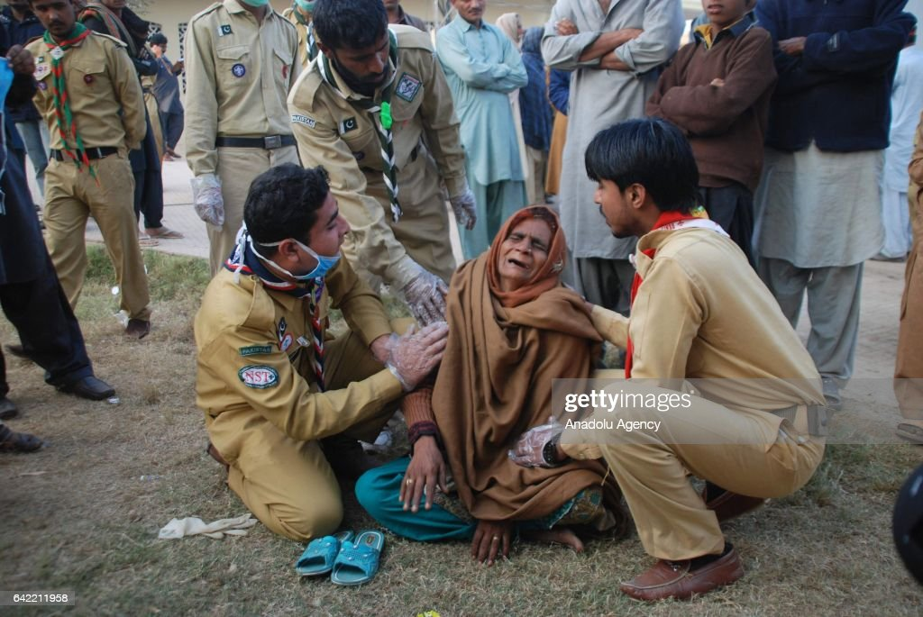 Aftermath of the suicide bombing in Pakistan : News Photo