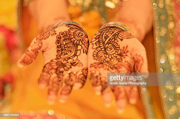 Pakistani/Indian Bride with hennaed hands