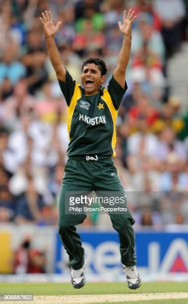 Pakistan's Abdul Razzaq celebrates the wicket of New Zealand's Martin Guptill during the ICC World Twenty20 Super Eight match between New Zealand and...