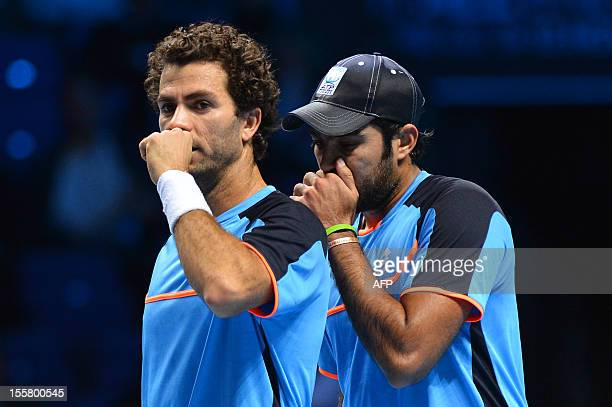 Pakistan's AisamUlHaq Qureshi and Netherlands' JeanJulien Rojer talk between points against US tennis player Bob Bryan and his partner US tennis...