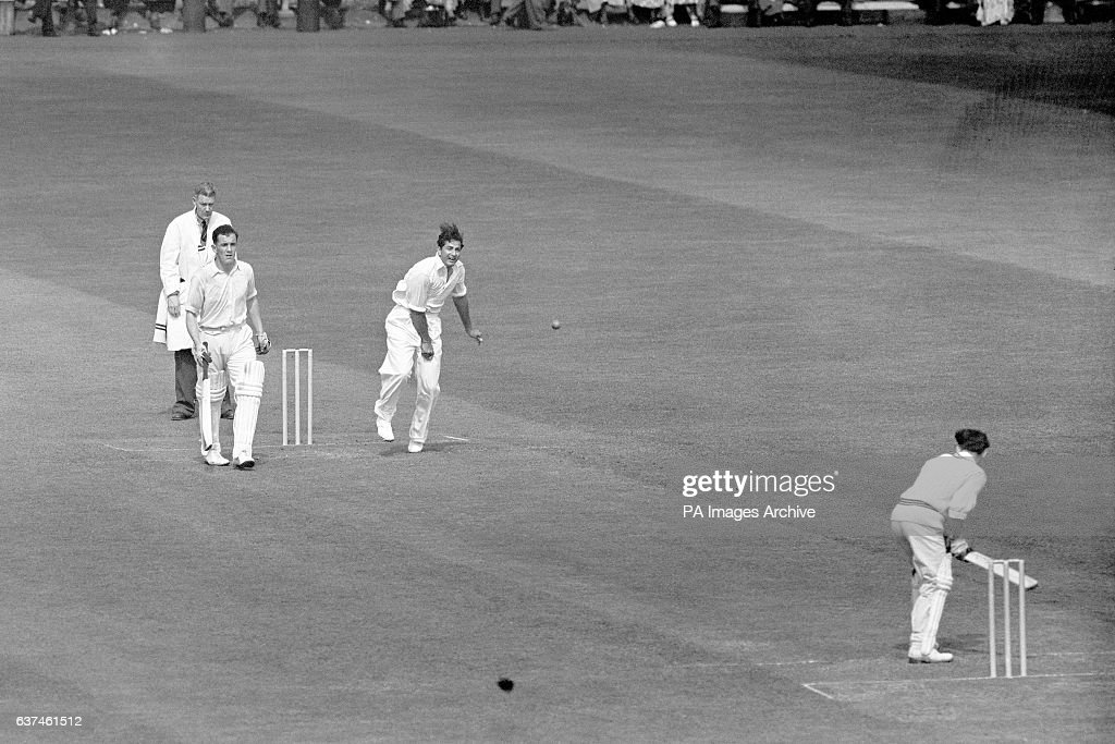 Cricket - Tour Match - Cambridge University v Pakistan - Fenner's - First Day : News Photo