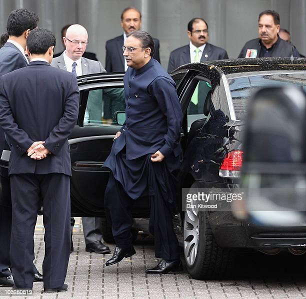 Pakistan's President Asif Ali Zardari arrives at the back entrance to Birmingham's International Convention Centre on August 7, 2010 in Birmingham,...