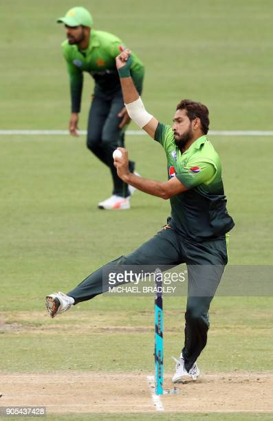Pakistan's Rumman Raees bowls during the fourth oneday international cricket match between New Zealand and Pakistan at Seddon Park in Hamilton on...