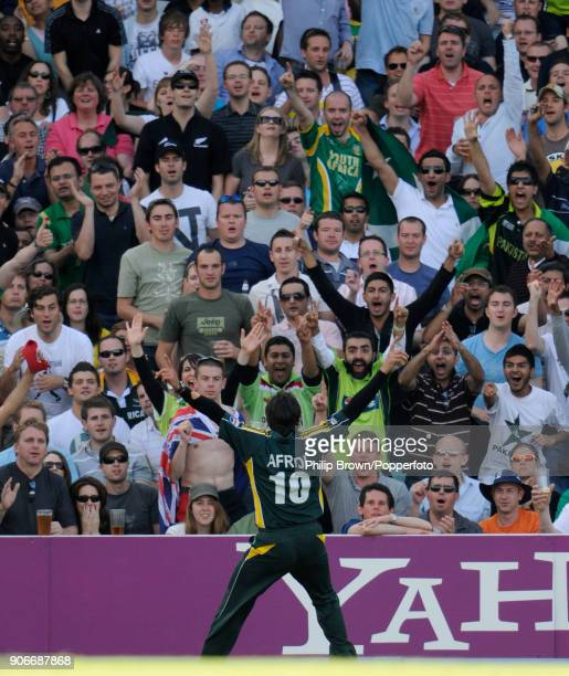 Pakistan's Shahid Afridi celebrates with fans after taking the catch to dismiss New Zealand's Scott Styris during the ICC World Twenty20 Super Eight...