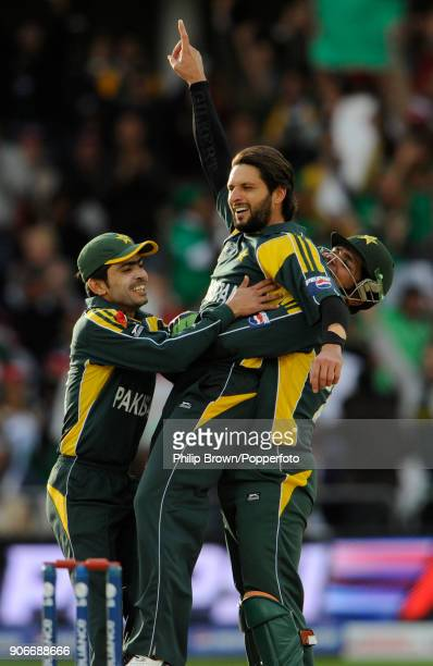 Pakistan's Shahid Afridi celebrates with teammates Fawad Alam and Kamran Akmal after dismissing South Africa's Hershelle Gibbs during the ICC World...