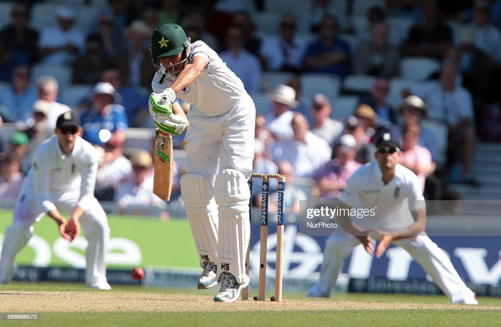 England v Pakistan: 4th Investec Test - Day Two : News Photo