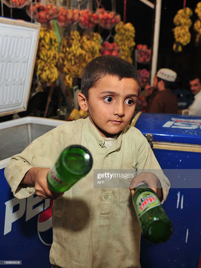 TO GO WITH Pakistan-unrest-children-pove : News Photo