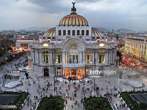 palacio de bellas artes, mexico city - neoklassiek stockfoto's en -beelden