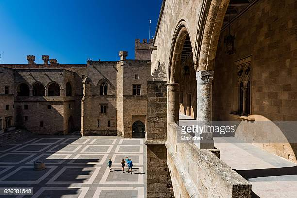 palace of the grand master of the knights of rhodes - rhodes fotografías e imágenes de stock