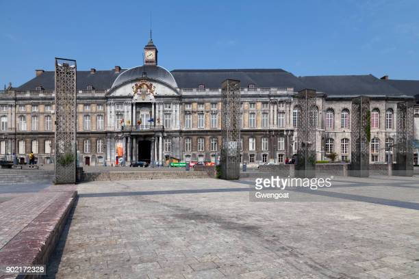 palace of the prince-bishops in liege - liège imagens e fotografias de stock