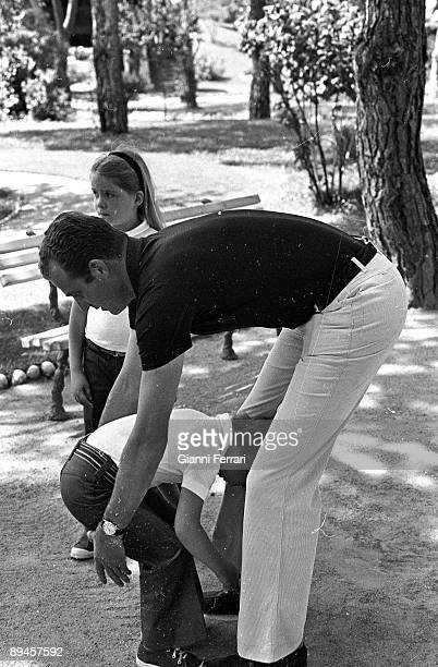 1973 Palace of the Zarzuela Madrid Spain The princes Juan Carlos plays in the gardens of the Zarzuela with hir chindrens Felipe and Cristina