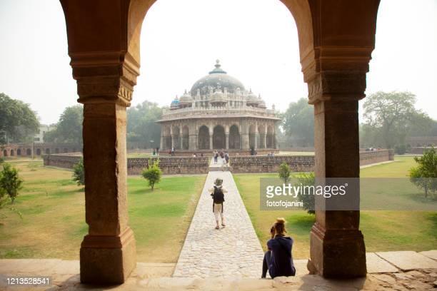palace of tomb of  isa khan niyazi in delhi - fotofojanini foto e immagini stock