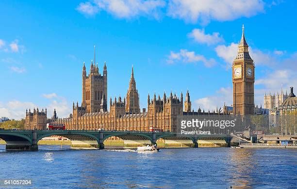 palace of westminster and westminster bridge, london, uk - ウェストミンスター宮殿 ストックフォトと画像