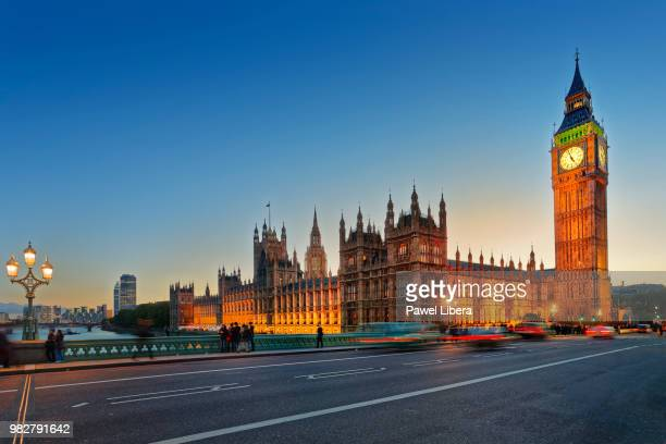 palace of westminster in london seen from westminster bridge at twilight. - brexit stock pictures, royalty-free photos & images