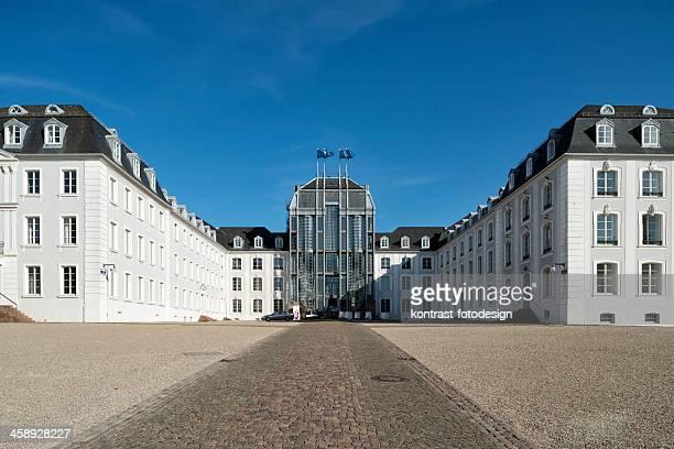 palace, schloss, saarbruecken, germania - luogo d'interesse locale foto e immagini stock