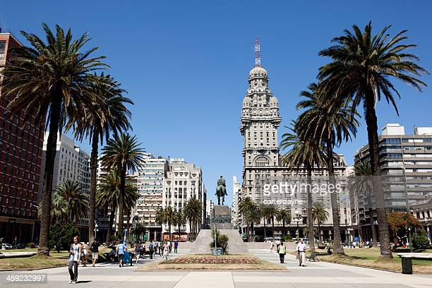 palacio salvo building, downtown montevideo, uruguay, south amer - montevideo stock pictures, royalty-free photos & images