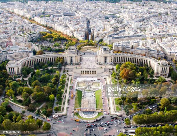 palais de chaillot, jardins du trocadero, and the place du trocadero from the eiffel tower - シャイヨー宮 ストックフォトと画像