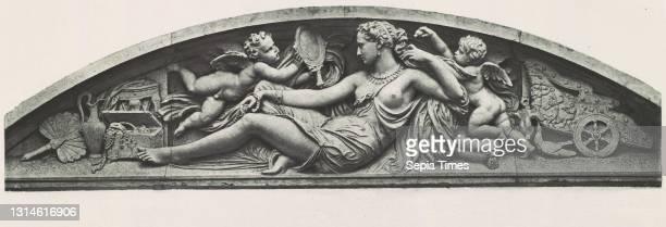 Palais du Louvre et des Tuileries, motifs de décorations tirés des constructions éxécutées au nouveau Louvre et au palais des Tuileries ..., tomes I...