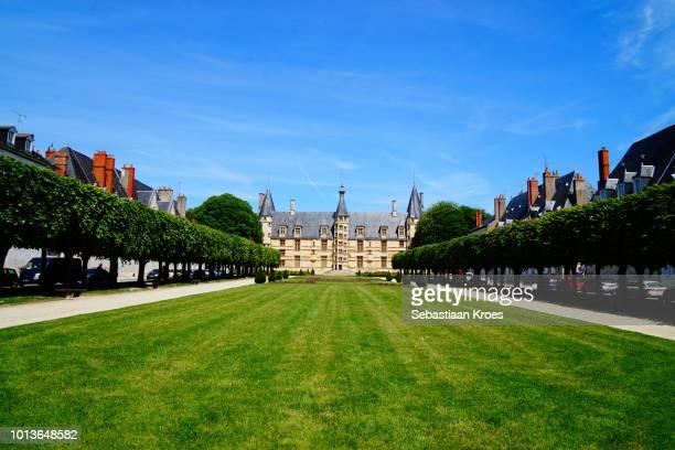 palais ducal de nevers and garden, nevers, france - château photos et images de collection