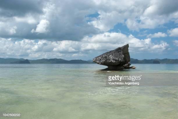 palawan island lagoon, tropical bliss, el nido bay, philippines - argenberg fotografías e imágenes de stock