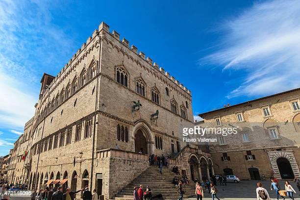 palazzo dei priori, perugia, italy - perugia foto e immagini stock