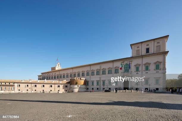 palazzo del quirinale - quirinaalpaleis stockfoto's en -beelden