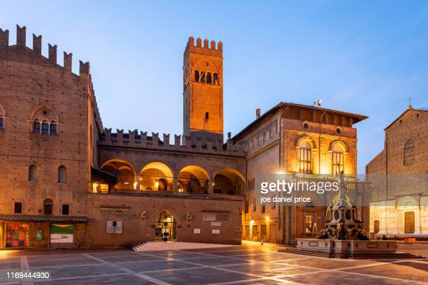 palazzo re enzo, neptune fountain, bologna, emilia-romagna, italy - bologna stock pictures, royalty-free photos & images