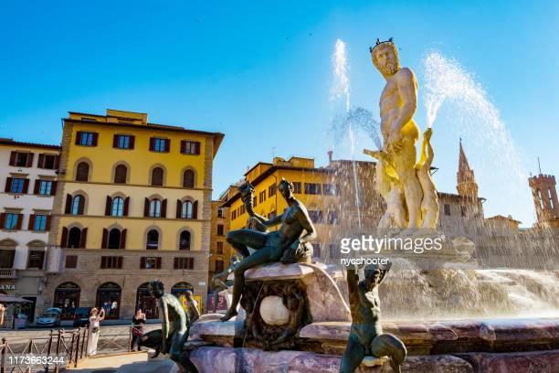 フィレンツェのヴェッキオ宮殿(イタリア) - シニョーリア広場 ストックフォトと画像