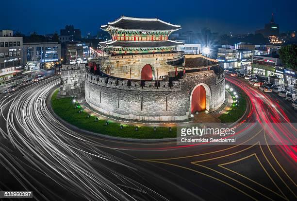 paldalmun gate - 水原市 ストックフォトと画像